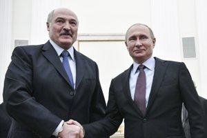 Bieloruský prezident Alexander Lukašenko (vľavo) a ruský prezident Vladimír Putin sa stretli.
