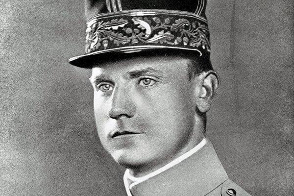 Oficiálny portrét M.R.Štefánika v generálskej uniforme a s vyznamenaniami.