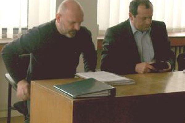 Súčasný konateľ spoločnosti Manín PB Miloš Konečný (vľavo) a právny zástupca spoločnosti Pavol Loduha.