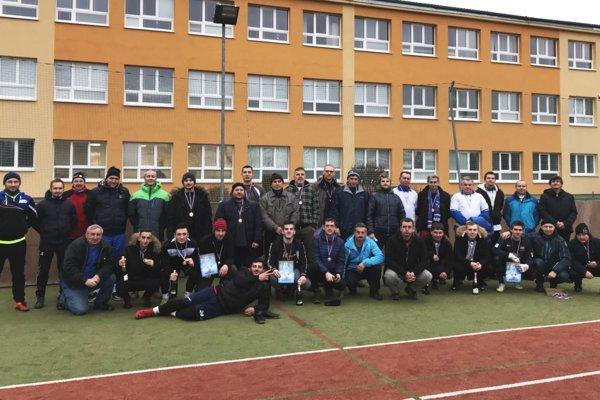 Účastníci Silvestrovského turnaja v Čakajovciach.