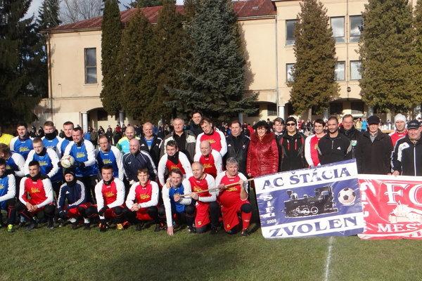 Spoločná fotografia pred zápasom AC Štácia - FC Mesto.