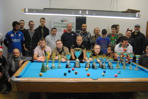 Účastníci Vianočného biliardového turnaja.