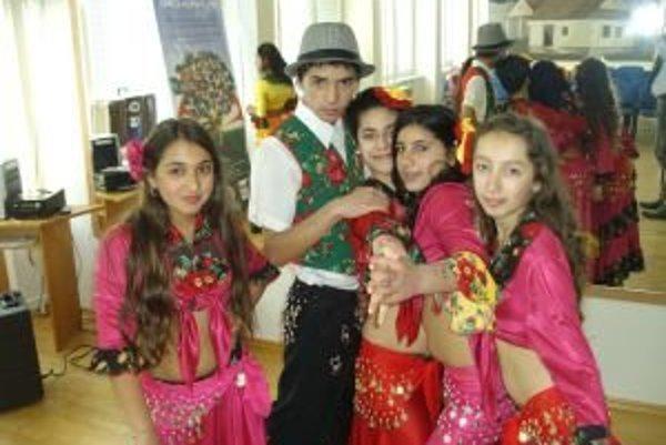 Program v duchu rómskych tradícií sa vydaril aj vďaka organizačným schopnostiam a nadšeniu pedagógov zo Základnej školy Aurela Stodolu a Spojenej školy na Rumanovej ulici v Liptovskom Mikuláši.