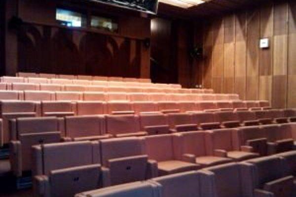 Onedlho si budú môcť návštevníci kina vychutnať filmové zážitky z pohodlnejších sedadiel.