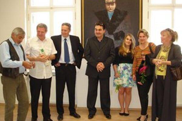 Na vernisáži výstavy sa zúčastnili aj členovia Klubu Spoločnosti Milana  Rastislava  Štefánika z Liptovského Mikuláša. Na fotografii vľavo s autorom obrazov Pavlom Petrášom mladším (v strede).