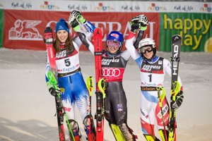 Zľava: Petra Vlhová, Mikaela Shiffrinová a Wendy Holdenerová po slalome v Záhrebe.