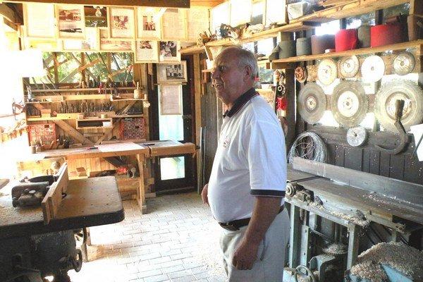 Počas života J. Taraba zhromaždil  rôzne artefakty  spojené s  drevárskou prácou. Mal aj veľa materiálov o výstavbe novej i likvidácii starej fabriky Linapo či kompletné stolárske náradie.