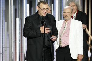 Zlatý glóbus za najlepšiu drámu získal film Bohemian Rhapsody. (Graham King a Jim Beach pri preberaní ocenenia)