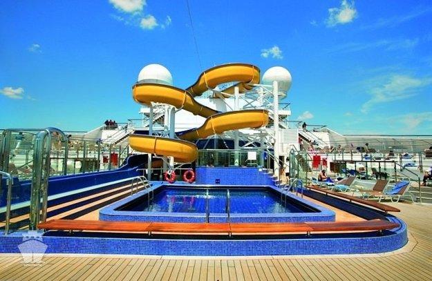 Na lodi nájdu zábavu veľkí aj malí.