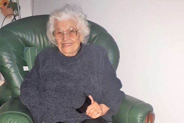 Mária Mišíková pochádza z Ťapešova, žila pri Oravskej priehrade, v Ružomberku a napokon v Piešťanoch.