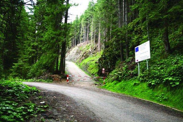 Pozemkové spoločenstvo Veterná Poruba dostalo na výstavbu cesty  700–tisíc eur.