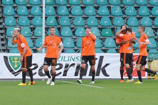 Domáci o výsledku rozhodli v úvodnej dvadsaťminútovke gólmi Kotoru a Serečina.
