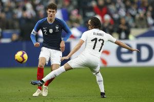Benjamin Pavard (vľavo) reprezentoval Francúzsko aj na MS vo futbale 2018.