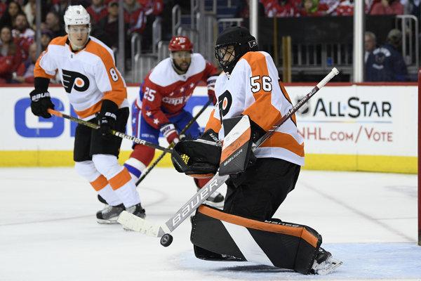 Mike McKenna je už siedmym brankárom, ktorý v tejto sezóne nastúpil za Philadelphiu Flyers.