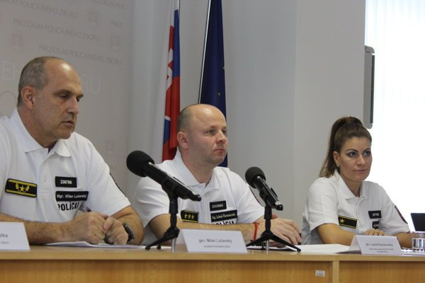 Zľava: Prezident Policajného zboru (PZ) Milan Lučanský a riaditeľ Odboru dopravnej polície Prezídia Policajného zboru (PPZ) Ľuboš Rumanovský.