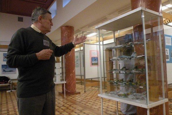 Vladimír Rezník (na fotografii) a Bohuš Haluška venovali  malý priestor aj vojenskému letectvu slovenského štátu.