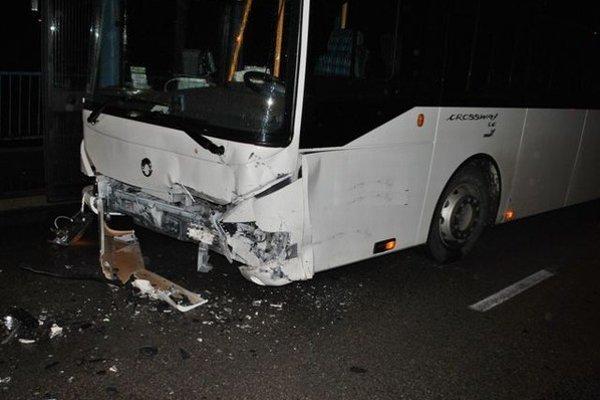 Predbežnú škodu na oboch vozidlách odhadli na 5-tisíc eur.