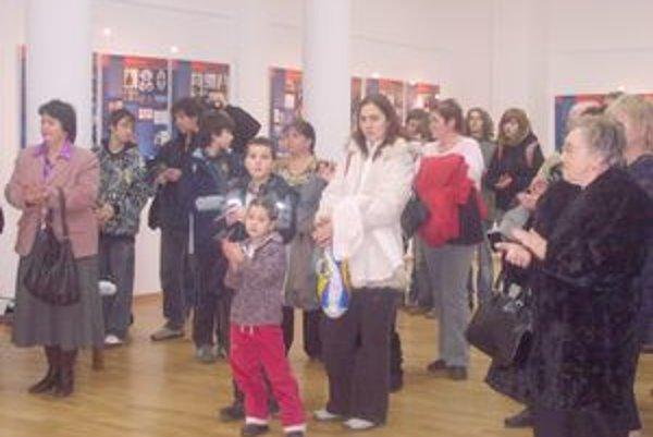 Vo výstavnej miestnosti Domu kultúry boli inštalované súťažné fotografie, ktoré zachytili svojím objektívom žiaci základných škôl.