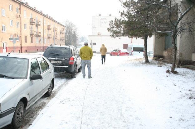 Spišská Nová Ves - na čistenie chodníkov hľadajú dobrovoľníkov.