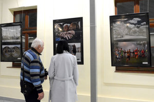 Fotografie vystavuje Rudolf Schuster a fotografi zo Stropkova.