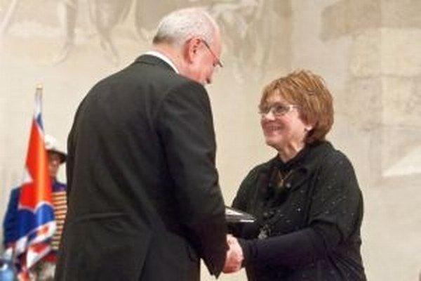 K mnohým významným oceneniam pribudlo Hanke Hulejovej ďalšie. Prezident Ivan Gašparovič jej udelil Pribinov kríž II.  triedy za mimoriadny prínos do slovenskej kultúry v oblasti ľudového umenia.