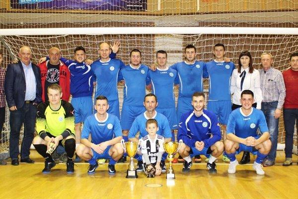 Víťazný tím rozhodcov ObFZ Nitra.
