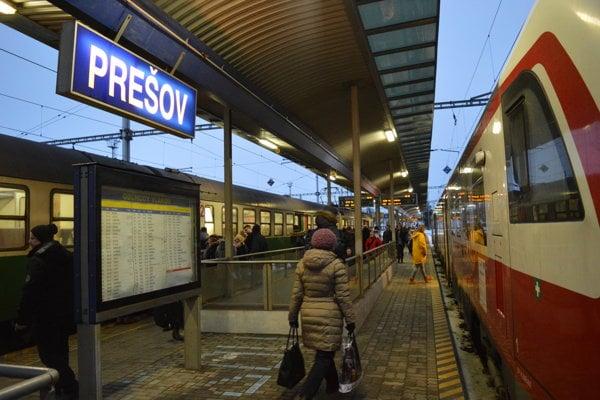 Na trati Prešov - Bardejov stále občas premávajú novšie vlaky (DMJ 861) napriek technickým problémom.