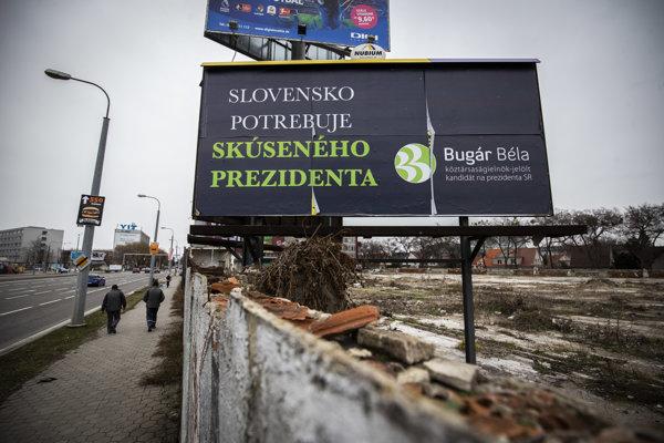 Predseda Mosta-Híd Béla Bugár stavil na bilbordy bez tváre.
