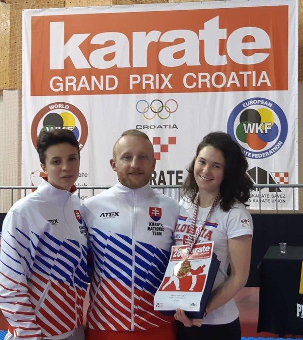 Reprezentantky Hana Kuklová a Sarah Hrnková sa spoločne s reprezentačným trénerom Jánom Novosadom pripravujú na európsky šampionát.