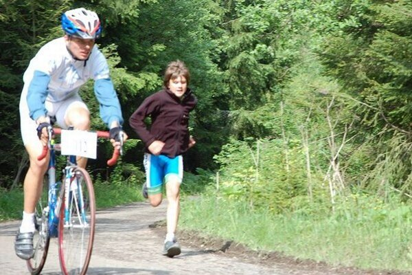 Cyklista Roland s bratom Randym.