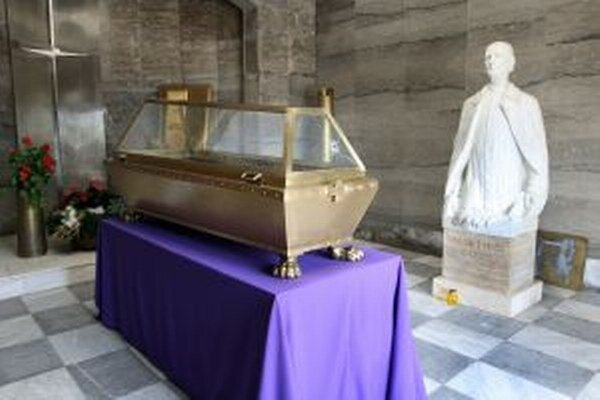 Oprava mauzólea vyjde na 5-tisíc eur.
