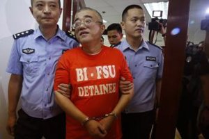 Číňana zadržali na Filipínach pre korupciu.