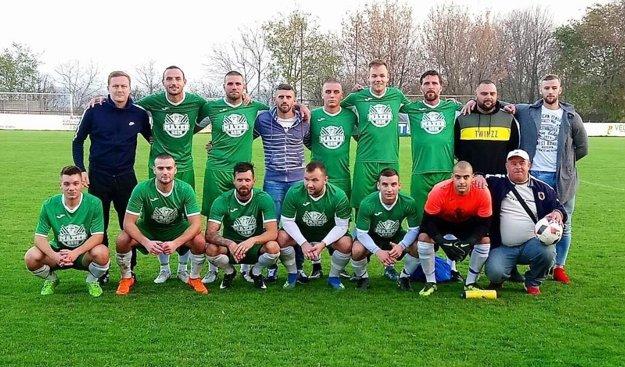 Futbalisti FC Tomášikovo stratili body iba v jedinom zápase a mali najlepšiu ofenzívu.