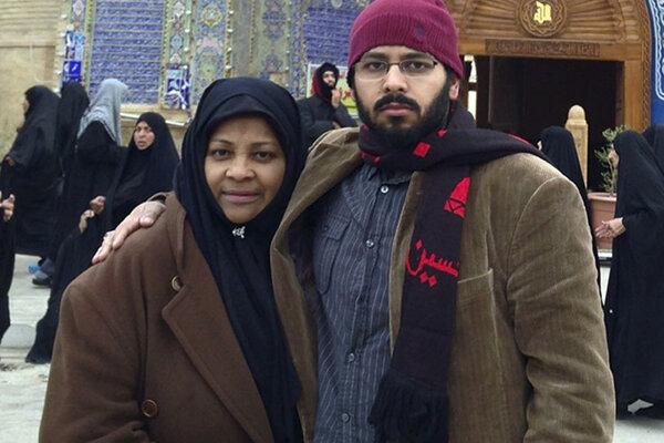 Marzieh Hashemi so svojim synom.