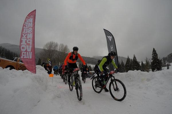 Zimný triatlon (ilustračný obrázok).