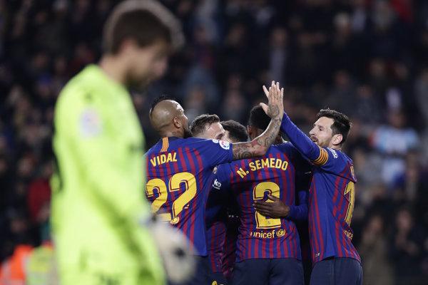 Futbalisti FC Barcelona postúpili ďalej po víťazstve 3:0 nad Levante v domácej odvete.