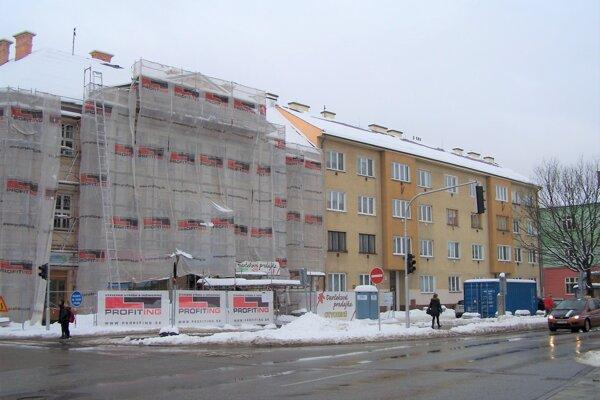 Jednou z nosných investícii v mestskej časti Stred je rekonštrukcia budovy Advokátskej komory, kde teraz sídli CVČ Kamarát.