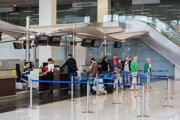 Pri letoch do krajín, kde stačí na vycestovanie občiansky preukaz, od vás môže letecká spoločnosť vyžadovať cestovný pas.