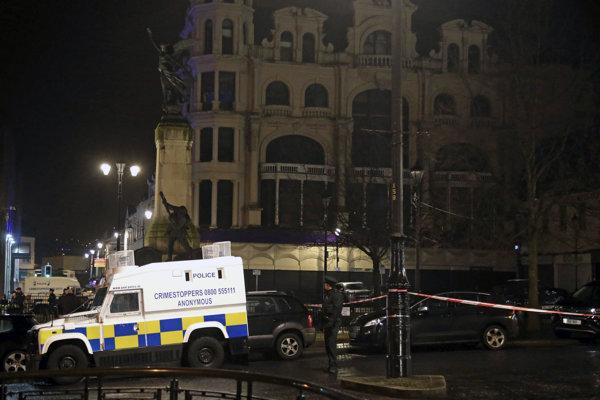Bomba umiestnená v aute vybuchla v sobotu večer pred budovou súdu.