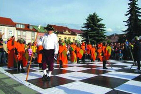 Na festivale si v šachových súťažiach zahralo takmer stopäťdesiat hráčov z krajín Višegrádskej štvorky, hráčka z USA či výprava z Ruska. Šachovou náplňou 4.ročníka Detského šachového festivalu bol seriál piatich turnajov.