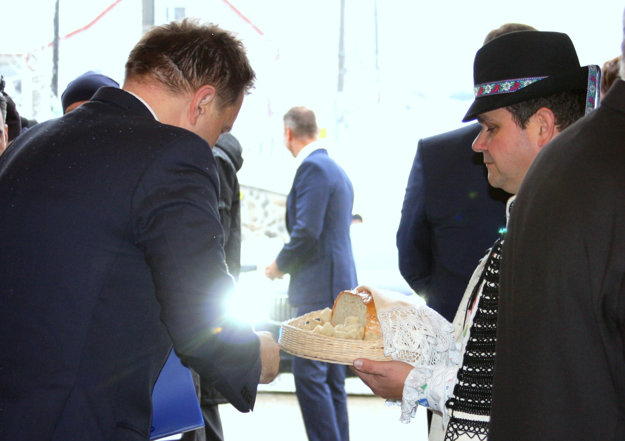 Chlebom asoľou vás vítame vSninskom kaštieli.