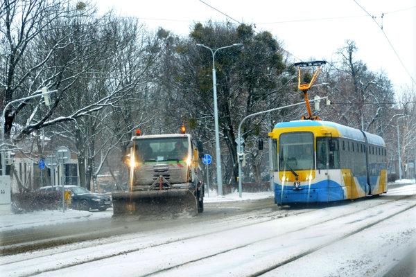 VKošiciach sa zatiaľ nedajú online monitorovať vozidlá zimnej údržby.