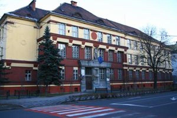 Radnica sa nestotožňuje z názorom, že zanedbáva objekt školy na Dončovej ulici.