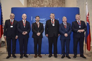 Na snímke zľava Simon Miklós, Pavel Fischer, Radek Koten, Anton Hrnko, Michal Jach a Jaroslaw Rusiecki.
