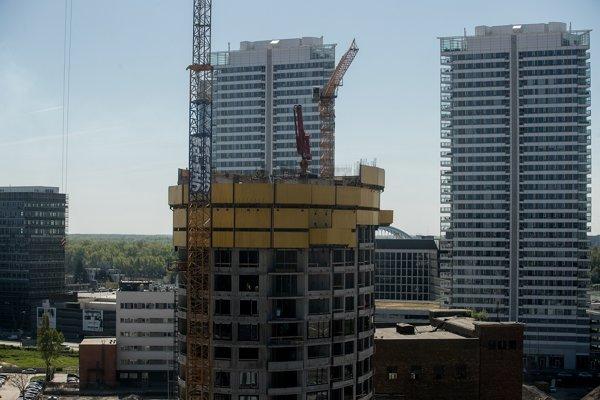 Prvé tri veže budú obsahovať takmer osemsto bytov a tisícsto parkovacích miest.