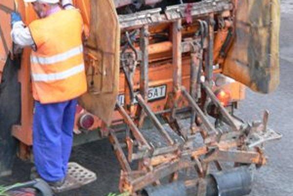Priemerný vek techniky liptovskomikulášskych Verejnoprospešných služieb je 25 až tridsať rokov.