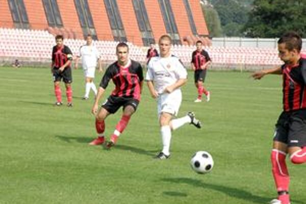 Chovanec (vľavo) prihral v Ružomberku na gól Ondričkovi, ale na výhru to nestačilo.