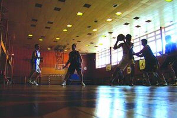 Mikulášski basketbalisti privítali na domácej palubovke tímy BKM Svit, ŠKP Banská Bystrica, IMC Považská Bystrica, BSC Bratislava a MBK Karlovka.