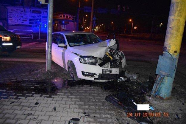 Dopravná nehoda na križovatke Južnej triedy a Jantárovej ulice.