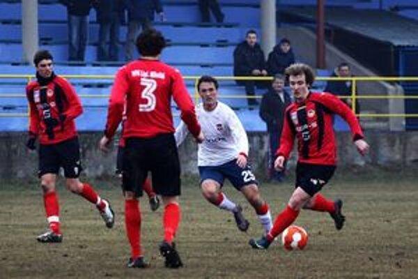 Futbalový tím MFK Tatran Liptovský Mikuláš je po trinástom odohranom zápase s trinástimi bodmi na desiatej priečke v tabuľke. Štyri remízy, tri výhry a šesť prehier je jeho aktuálna štatistika.